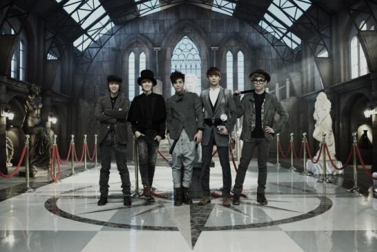 Tarik Freitekh- Shinee Sherlock Video